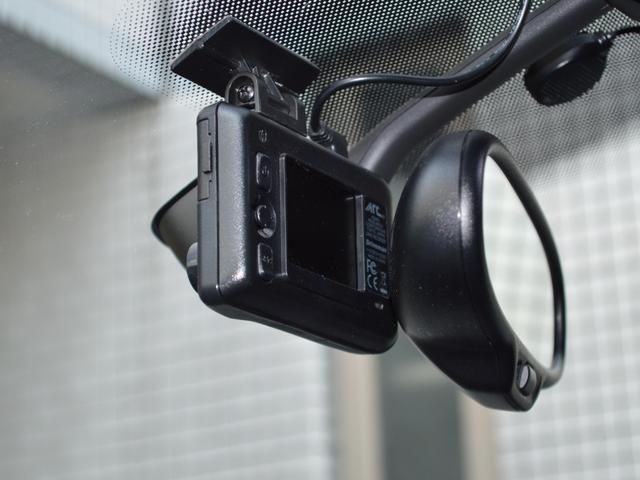 TSI ビルシュタインサスショック レムスマフラー 運転席レカロシート スロットルコントローラー ブレンボキャリパー 追加ブースト計 パナナビTV ドラレコ ETC HID アシュラレーダー 社外セキュリティ(21枚目)