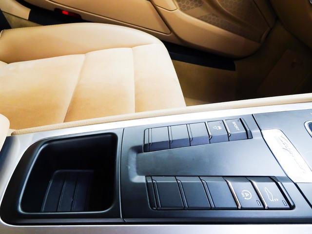ベースグレード 右ハンドル ワンオーナー車 正規ディーラー車 PDLS PSM 電動格納ミラー シートヒーター デュアルエグゾーストマフラーエンド ナビ テレビ CD バックカメラ ETC キーレスキー2本(50枚目)