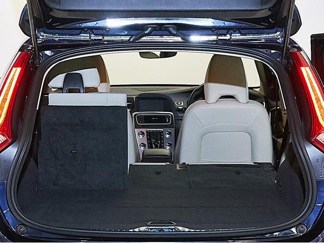 D4 タック レザーシート 17インチアルミヒール シートヒーター 運転席8ウェイパワーシート ドアミラー連動メモリー機構付(32枚目)
