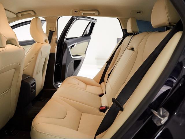 D4 タック レザーシート 17インチアルミヒール シートヒーター 運転席8ウェイパワーシート ドアミラー連動メモリー機構付(43枚目)