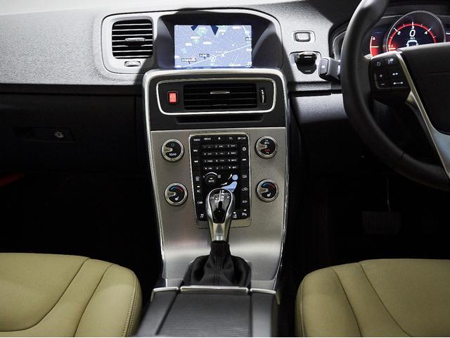 D4 タック レザーシート 17インチアルミヒール シートヒーター 運転席8ウェイパワーシート ドアミラー連動メモリー機構付(49枚目)