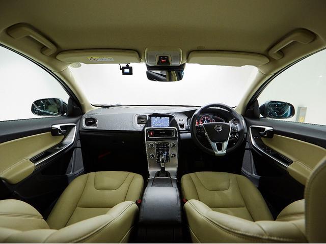 D4 タック レザーシート 17インチアルミヒール シートヒーター 運転席8ウェイパワーシート ドアミラー連動メモリー機構付(50枚目)