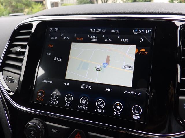 8.4インチディスプレイ。(Bluetooth対応)iphoneやAndroidを繋いでGoogle MapなどのUconnectが使えます。。その他各種設定などもこのディスプレイで設定できます。