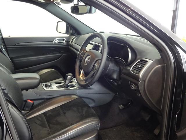 ハーフレザーシート標準装備車両。シートヒーター装備。フロントシートのみ!