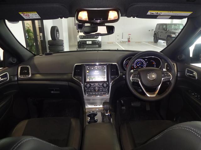 車内はブラックで統一されたシンプルで飽きないデザインです!
