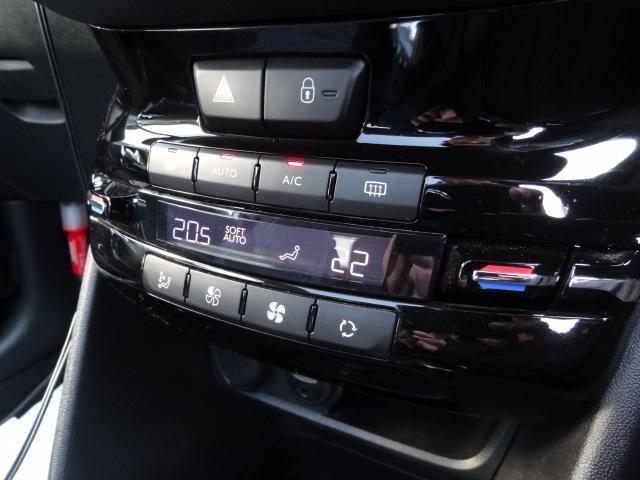 プジョー プジョー 208 GT 6速MT ハーフレザーシート パノラミックガラスルーフ