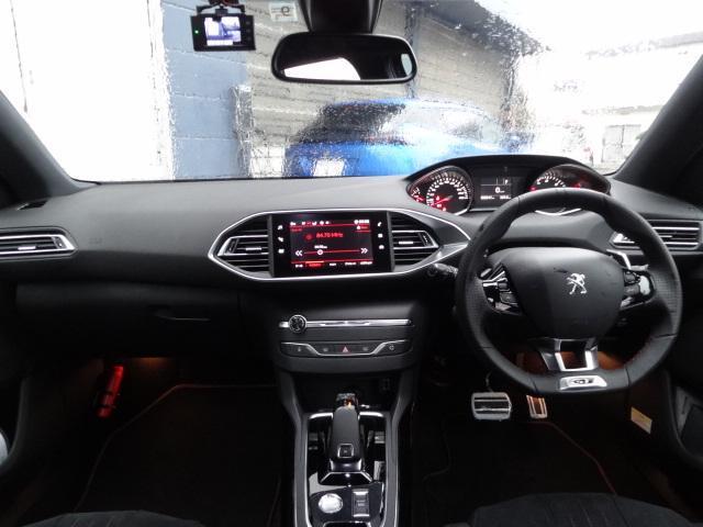 SW GT ブルーHDi アクティブクルーズコントロール アクティブブラインドスポットモニターシステム パークアシスト レッドステッチ・テップレザー/アルカンタラスポーツシート・革巻小径スポーツステアリング 新車保証継承(3枚目)