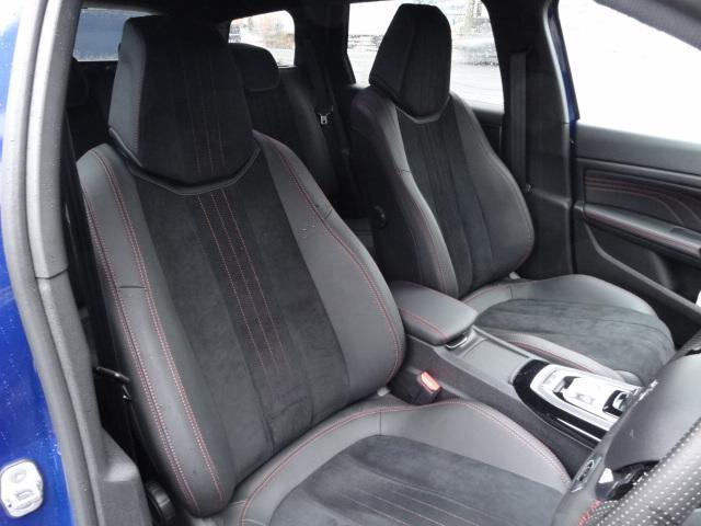 SW GT ブルーHDi アクティブクルーズコントロール アクティブブラインドスポットモニターシステム パークアシスト レッドステッチ・テップレザー/アルカンタラスポーツシート・革巻小径スポーツステアリング 新車保証継承(5枚目)