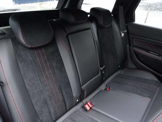 SW GT ブルーHDi アクティブクルーズコントロール アクティブブラインドスポットモニターシステム パークアシスト レッドステッチ・テップレザー/アルカンタラスポーツシート・革巻小径スポーツステアリング 新車保証継承(6枚目)