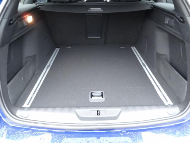SW GT ブルーHDi アクティブクルーズコントロール アクティブブラインドスポットモニターシステム パークアシスト レッドステッチ・テップレザー/アルカンタラスポーツシート・革巻小径スポーツステアリング 新車保証継承(15枚目)