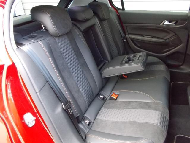 ロードトリップ 純正ナビ・ETC・ドライブレコーダー装着 専用アルカンタラ/テップレザーシート アクティブセーフティブレーキ アクティブクルーズコントロール レーンキープアシスト 新車保証継承(5枚目)