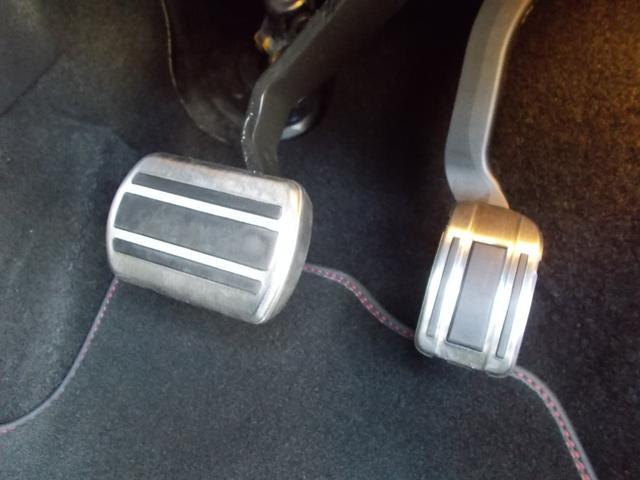SW GT ブルーHDi 純正ナビ・ETC・ドライブレコーダー装着 アクティブクルーズコントロール パークアシスト レッドステッチ・テップレザー/アルカンタラスポーツシート・インテリア・ステアリング 新車保証継承(11枚目)