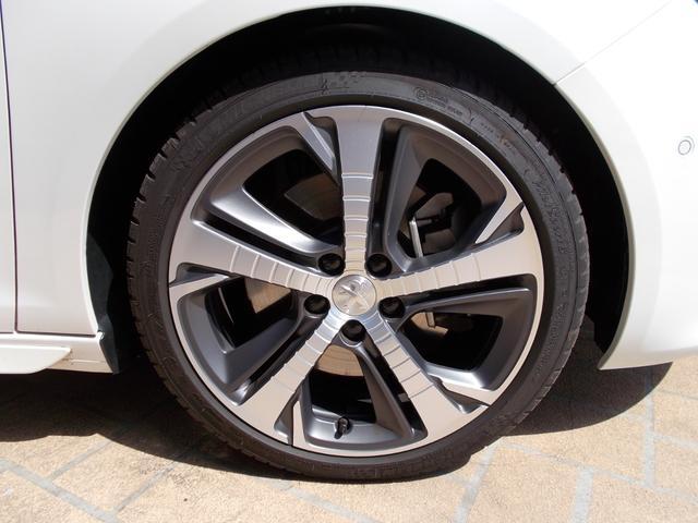 SW GT ブルーHDi 純正ナビ・ETC・ドライブレコーダー装着 アクティブクルーズコントロール パークアシスト レッドステッチ・テップレザー/アルカンタラスポーツシート・インテリア・ステアリング 新車保証継承(17枚目)