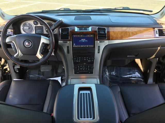 キャデラック キャデラック エスカレード プラチナム ESV 最終マイナーチェンジモデル 黒内装