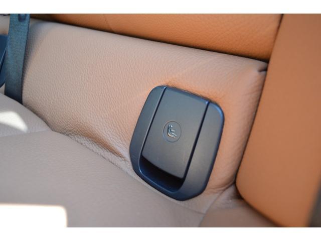 リヤ・シートのバックレストを左右別々(60:40)に倒すことができます。トランクルームを多彩にレイアウトでき、大きな荷物の収納に対応します。