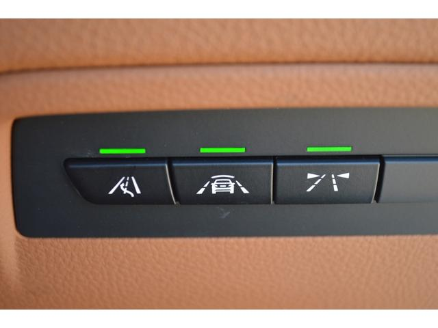ドライビング・アシスト機能装備。走行時車線から逸脱したり、前方車両に接近し過ぎると必要に応じてドライバーに警告します。