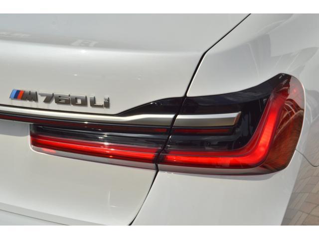 M760Li xDrive 正規認定中古車 スカイラウンジ エグゼクティブラウンジシート ダイヤモンドサウンド 前後マッサージ ナイトビジョン リアエンターテインメント シートヒーターエアコン レーザーライト ディスプレーキー(14枚目)