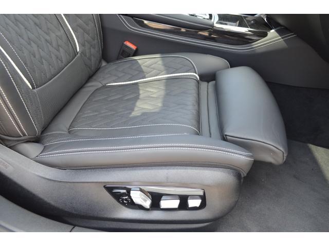 M760Li xDrive 正規認定中古車 スカイラウンジ エグゼクティブラウンジシート ダイヤモンドサウンド 前後マッサージ ナイトビジョン リアエンターテインメント シートヒーターエアコン レーザーライト ディスプレーキー(18枚目)