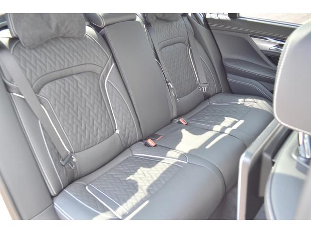 M760Li xDrive 正規認定中古車 スカイラウンジ エグゼクティブラウンジシート ダイヤモンドサウンド 前後マッサージ ナイトビジョン リアエンターテインメント シートヒーターエアコン レーザーライト ディスプレーキー(21枚目)