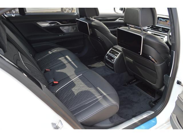M760Li xDrive 正規認定中古車 スカイラウンジ エグゼクティブラウンジシート ダイヤモンドサウンド 前後マッサージ ナイトビジョン リアエンターテインメント シートヒーターエアコン レーザーライト ディスプレーキー(22枚目)