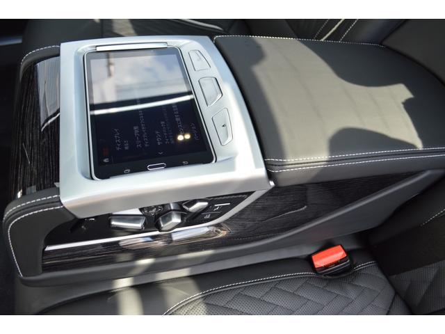 M760Li xDrive 正規認定中古車 スカイラウンジ エグゼクティブラウンジシート ダイヤモンドサウンド 前後マッサージ ナイトビジョン リアエンターテインメント シートヒーターエアコン レーザーライト ディスプレーキー(25枚目)