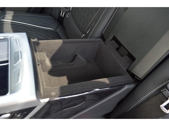 M760Li xDrive 正規認定中古車 スカイラウンジ エグゼクティブラウンジシート ダイヤモンドサウンド 前後マッサージ ナイトビジョン リアエンターテインメント シートヒーターエアコン レーザーライト ディスプレーキー(26枚目)