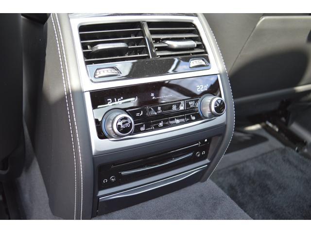 M760Li xDrive 正規認定中古車 スカイラウンジ エグゼクティブラウンジシート ダイヤモンドサウンド 前後マッサージ ナイトビジョン リアエンターテインメント シートヒーターエアコン レーザーライト ディスプレーキー(28枚目)