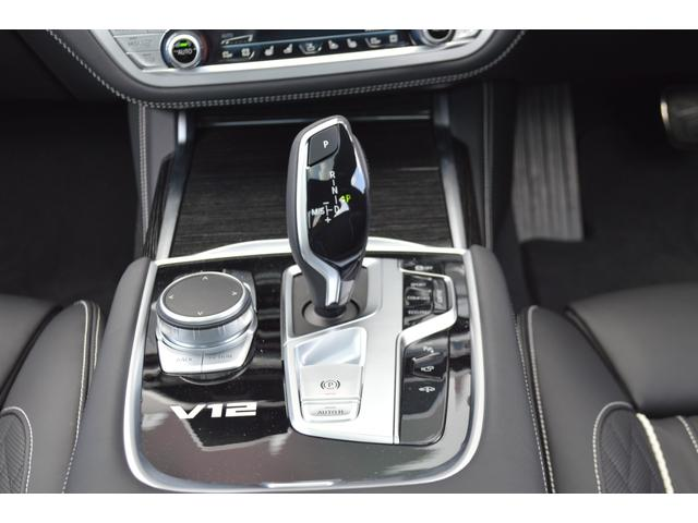 M760Li xDrive 正規認定中古車 スカイラウンジ エグゼクティブラウンジシート ダイヤモンドサウンド 前後マッサージ ナイトビジョン リアエンターテインメント シートヒーターエアコン レーザーライト ディスプレーキー(35枚目)