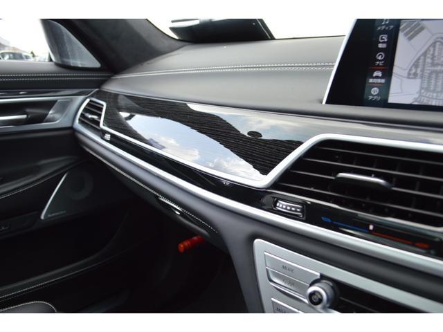 M760Li xDrive 正規認定中古車 スカイラウンジ エグゼクティブラウンジシート ダイヤモンドサウンド 前後マッサージ ナイトビジョン リアエンターテインメント シートヒーターエアコン レーザーライト ディスプレーキー(50枚目)