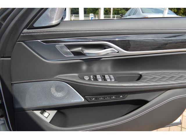 M760Li xDrive 正規認定中古車 スカイラウンジ エグゼクティブラウンジシート ダイヤモンドサウンド 前後マッサージ ナイトビジョン リアエンターテインメント シートヒーターエアコン レーザーライト ディスプレーキー(58枚目)