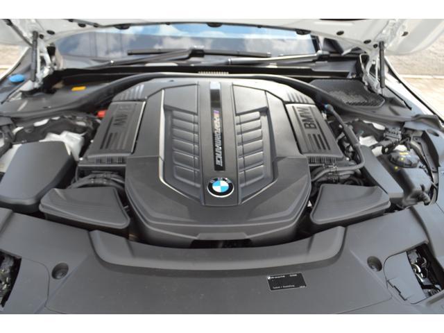 M760Li xDrive 正規認定中古車 スカイラウンジ エグゼクティブラウンジシート ダイヤモンドサウンド 前後マッサージ ナイトビジョン リアエンターテインメント シートヒーターエアコン レーザーライト ディスプレーキー(62枚目)