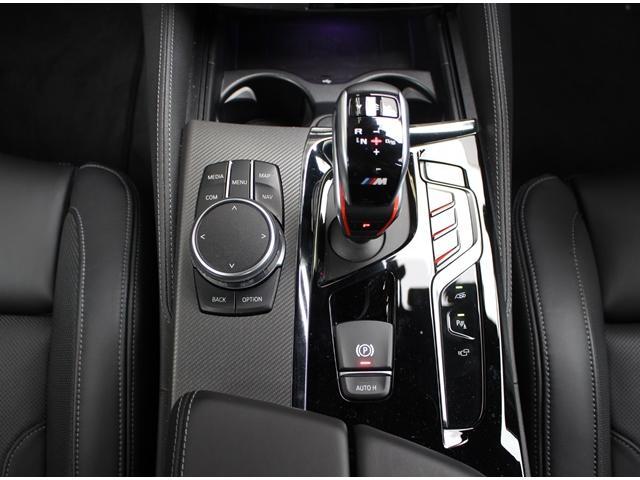 8速オートマチックトランスミッション、ステップトロニック付です。高速域でのエンジン回転数を低く抑えることが可能、燃費も向上しております。
