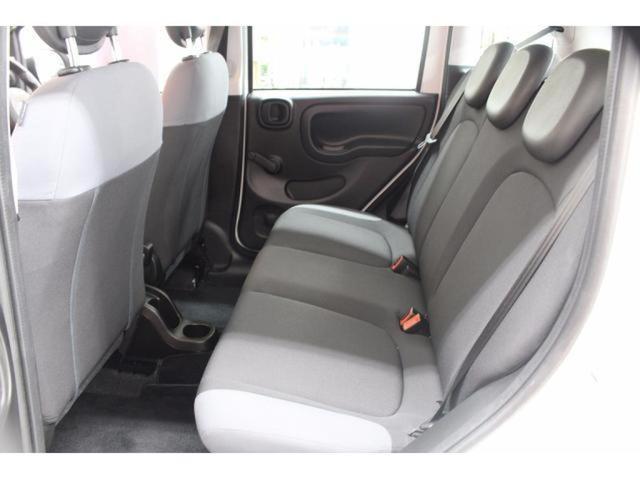視界性も優れた後部座席!!十分座れる3人掛けリアシート!!全国納車可能です。まずは0066-9707-1847までお問い合わせください。
