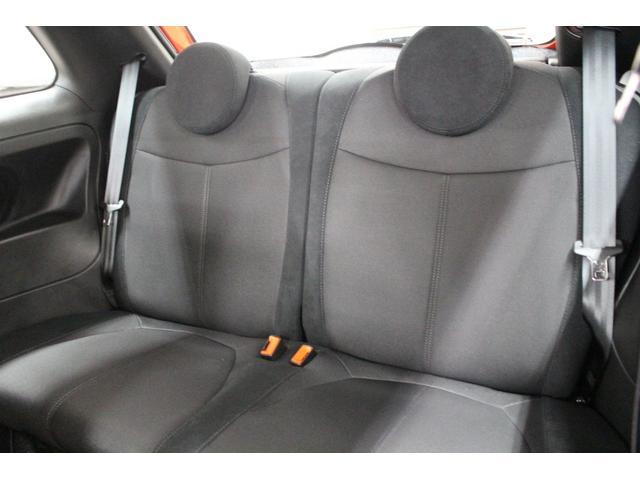 乗車定員は4名!!もちろん後席2人も十分座れるファブリックーシートです!