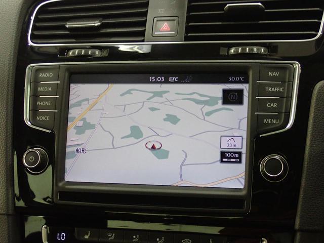TSIハイラインブルーモーションテクノロジー パノラマスライディングルーフ 黒レザーシート 純正ナビ アダプティブクルーズコントロール バックカメラ 認定中古車(4枚目)