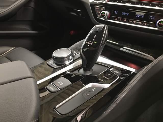 他社では車両価格が安くても膨大な諸経費で総支払額が高いケースが多く見受けられます…当社では整備費&保証料込価格になりますのでご安心です♪