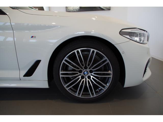 BMW社が認証した唯一のボディーコーティング。耐候性が要求される航空機、船舶にも利用され、塗装面に強力な保護膜を形成します。塗装を保護しながら、深い光沢と重厚なツヤを与え続けるイノベクションです。
