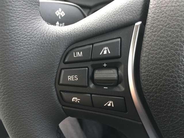 ハンドル内に埋め込まれたスイッチでクルーズコントロールなどの操作が可能です!
