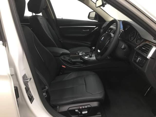 ブラックレザーシートで座り心地も良く、シートヒーターもついてます!