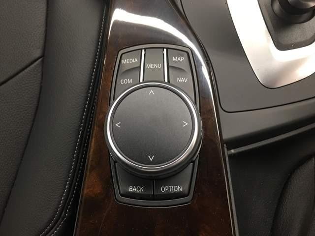 i-Driveで視線をさげずにナビの操作が可能です!