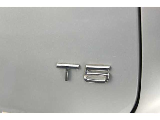 【T5】優れた燃費効率とスポーティな加速フィールを両立させたパワートレーンです。