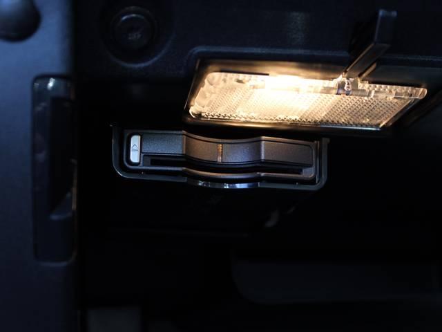ボルボ ボルボ V40 T3 モメンタム 新採用LEDトールハンマーヘッドライト
