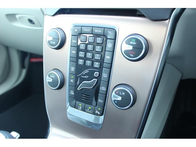 ボルボ ボルボ V40 クロスカントリーD4モメンタム2017モデル 登録済未使用車