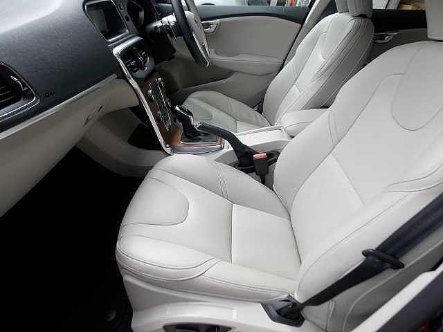 室内クリーニングの上ご納車致しますので、状態ご安心ください。お問い合わせはボルボ・カー八王子加藤潤一TEL:042-653-9877まで