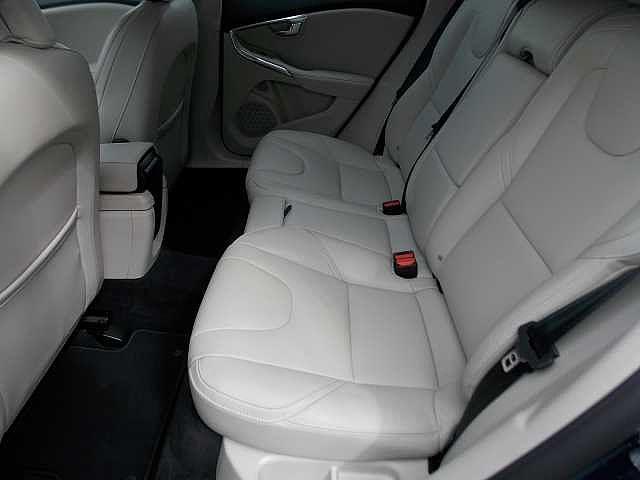 人間工学に基づいて設計されたボルボのシートは疲れにくさに定評がございます。お問い合わせはボルボ・カー八王子加藤潤一TEL:042-653-9877まで