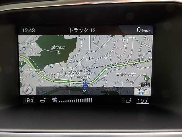 7インチミュージックサーバー付HDDナビ搭載。マップケア(地図無料更新)にも対応しております。お問い合わせはボルボ・カー八王子加藤潤一TEL:042-653-9877まで