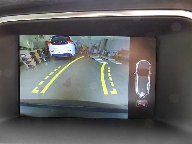 駐車時も安心のガイドライン表示機能付きバックカメラ。お問い合わせはボルボ・カー八王子加藤潤一TEL:042-653-9877まで