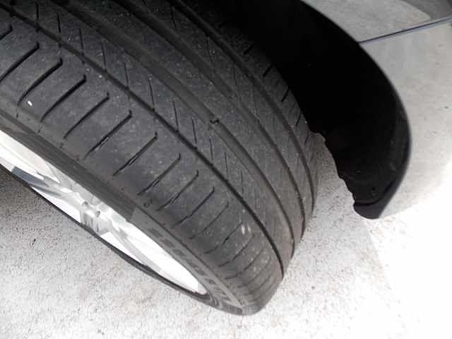 タイヤ溝も十分にございますので状態ご安心ください。お問い合わせはボルボ・カー八王子加藤潤一TEL:042-653-9877まで