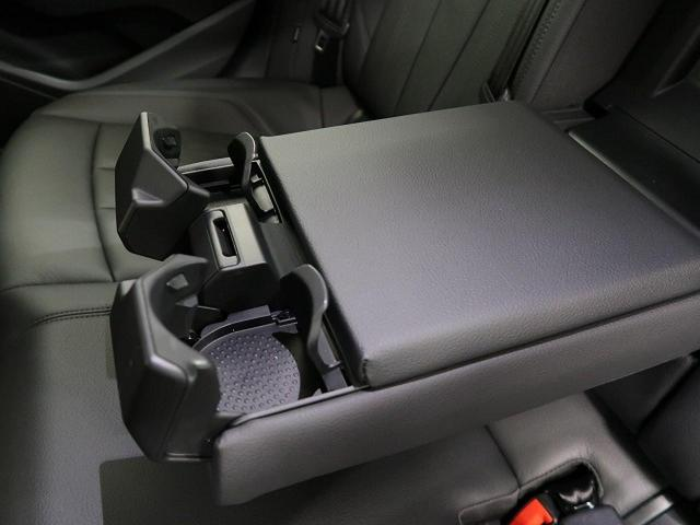 ●後席用ドリンクホルダー『後部座席にもドリンクホルダーがございます。アームレストも付いておりますので、後部座席でも快適にお過ごしいただけます!』