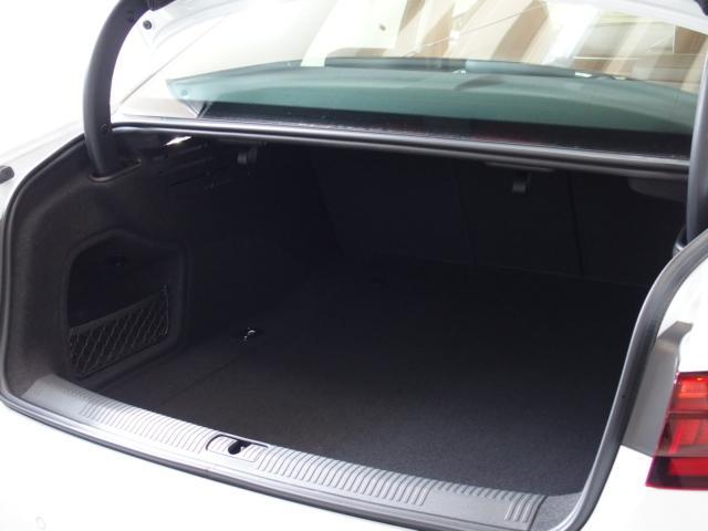 アウディ アウディ A4 2.0TFSIクワトロスポーツ認定中古車 本革レザーシート
